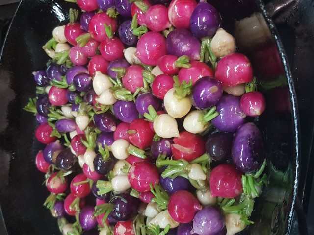 Auberge Pyrénées Cévennes Radis Multicolors