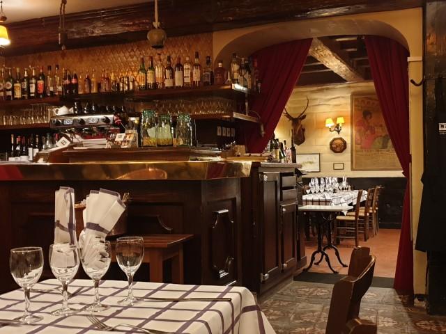 Auberge Pyrénées Cévennes Bar de l'Auberge et vu sur la Grande Salle