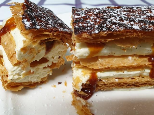 Auberge Pyrénées Cévennes Mille Feuilles à la vanille Bourbon de Madagascar et caramel au beurre salé